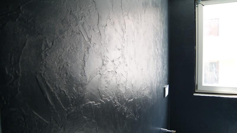 Pareti spatolate lucide in resina e stucco veneziano