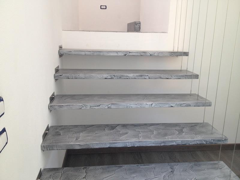 Pareti spatolate lucide in resina e stucco veneziano - Resina per scale ...