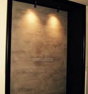 Negozio imbianchino a Milano, parete effetto cemento